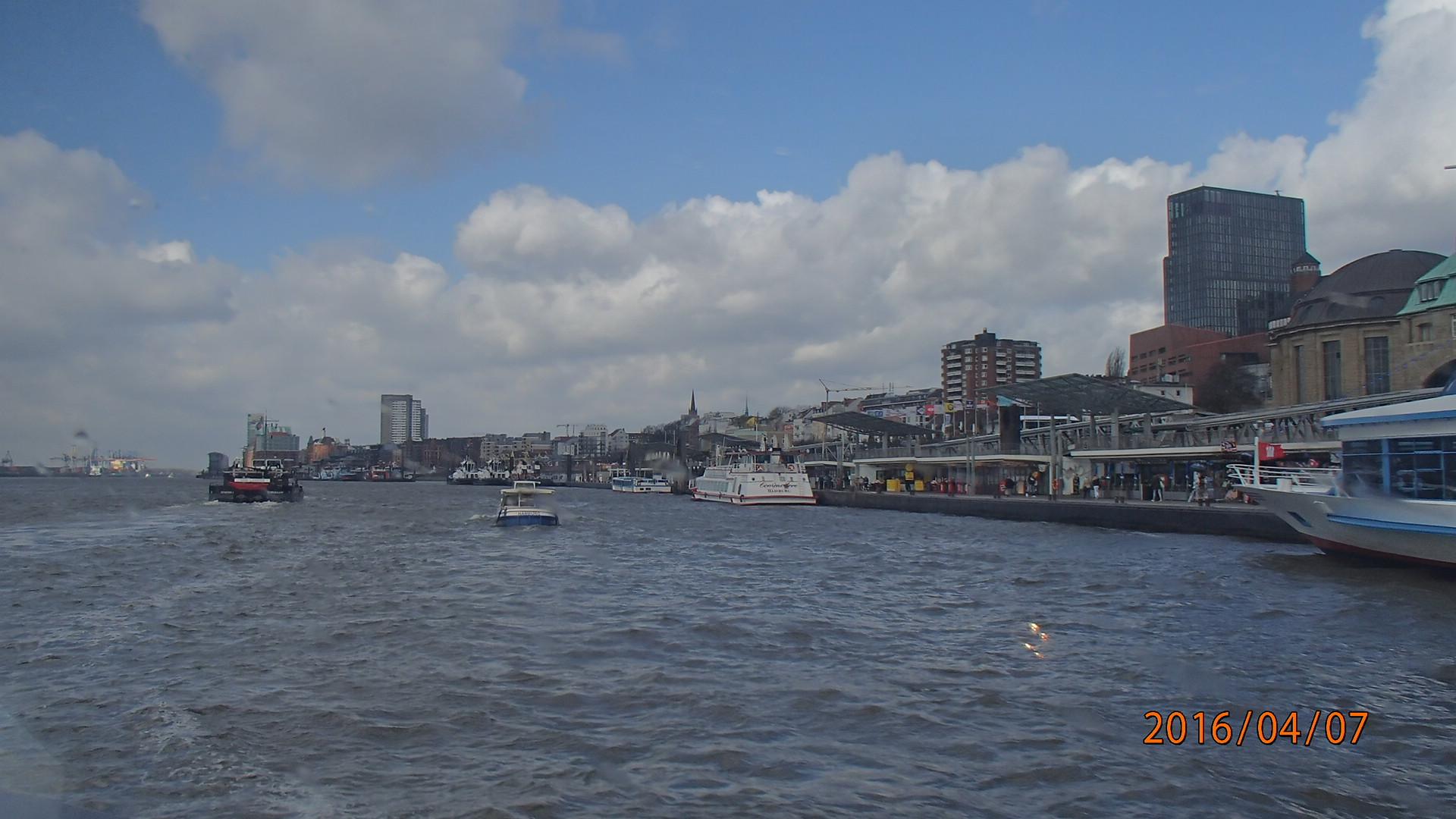 Wir fahren auf der Elbe