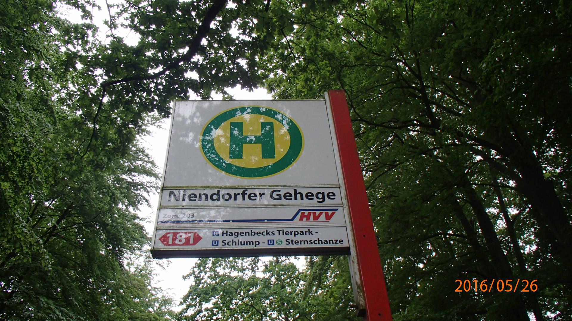 "In der ""Niendorfer Gehege"" Haltestelle angekommen"